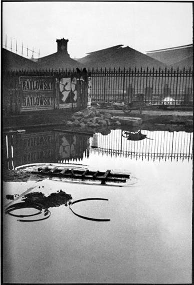 Isabelle Le Minh, Trop tôt, trop tard (after Henri Cartier-Bresson) 2008